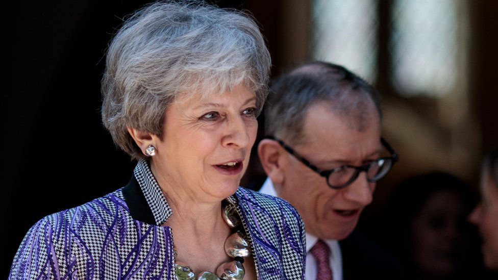 Theresa May to face grassroots no-confidence challenge