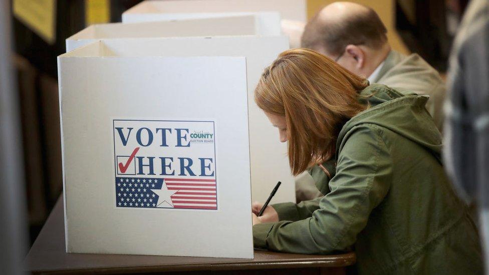 Personas votando en EE.UU.