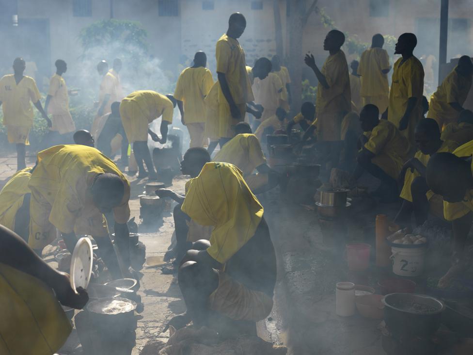 Prisoners cooking in Luzira prison