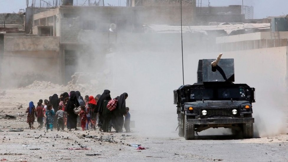 Civilians fleeing from Mosul (20 June 2017)