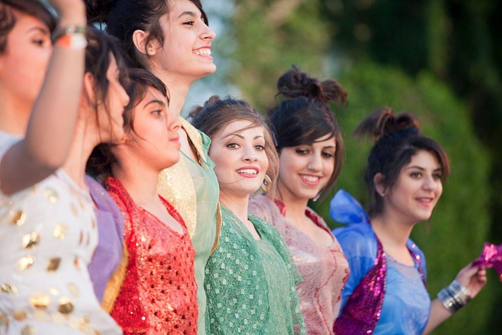 فتيات كرديات أثناء احتفالات نوروز