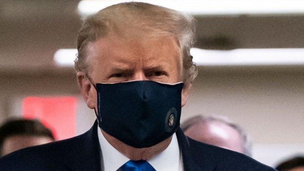 特朗普在7月份首次在公開場合戴口罩