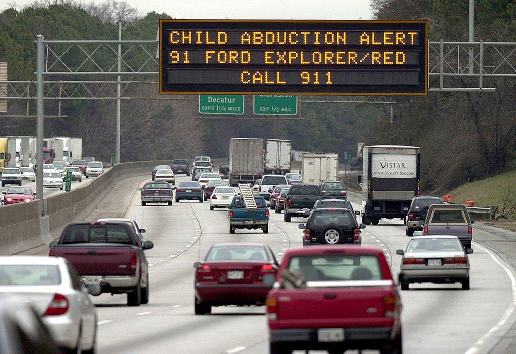 Una Alerta AMBER en una carretera de EE.UU.