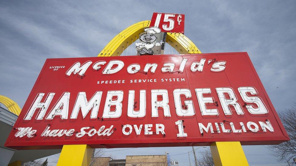Kopija prvobitnog znaka Mekdonalds restorana