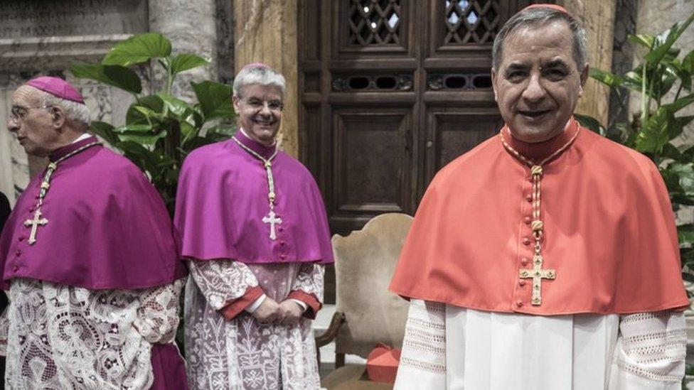 الكاردينال جيوفاني أنجيلو بيشيو وكاهنان