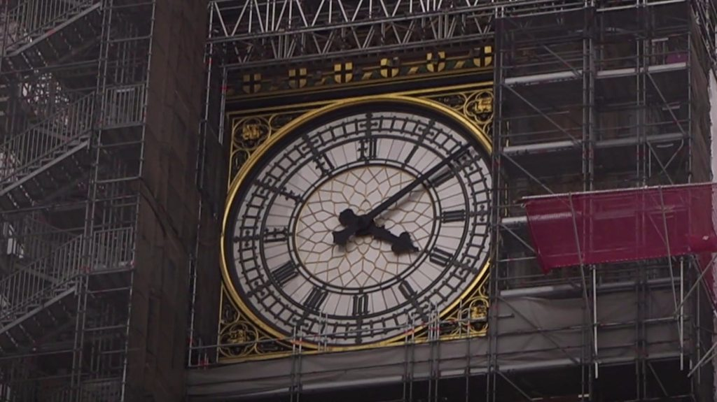 Big Ben scaffolding takes tourists by surprise