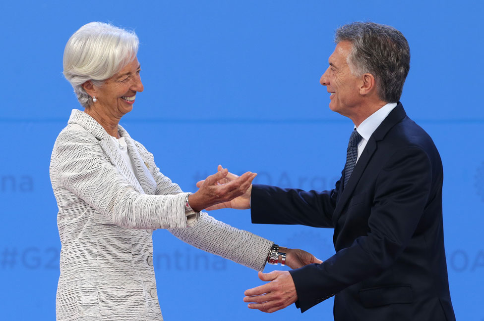 Christine Lagarde y Mauricio Macri se saludan en la cumbre del G20 en Buenos Aires, en 2018