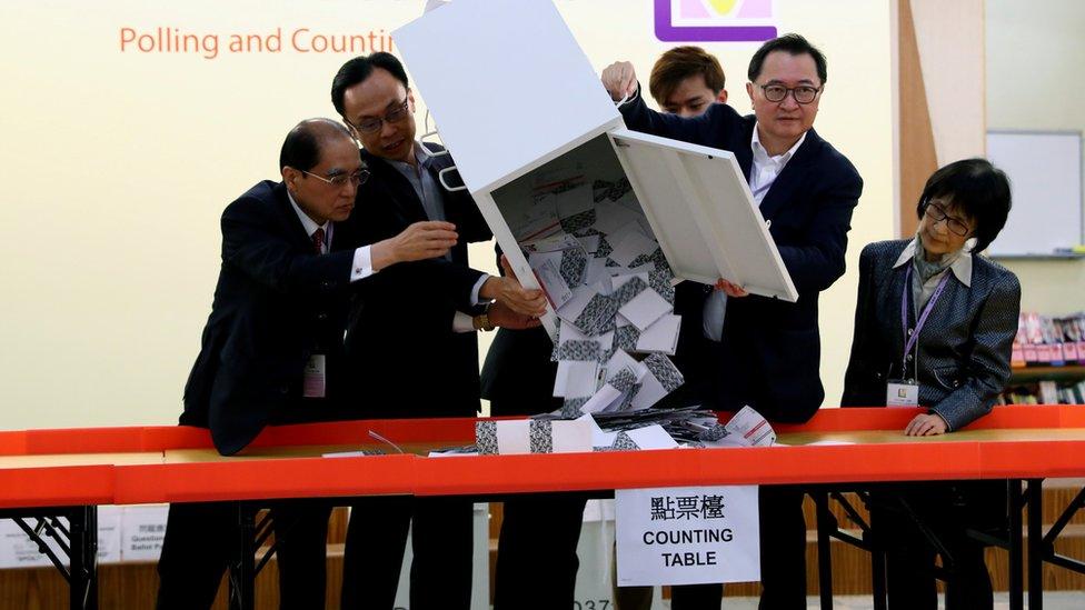 香港區議會選舉去年因為暴力示威浪潮,也曾被要求推遲舉行,但最終如期順利完成。