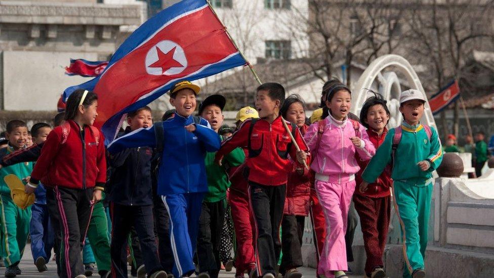 niños en Pyongyang