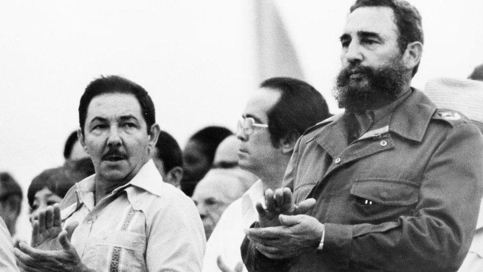 Raúl y Fidel Castro