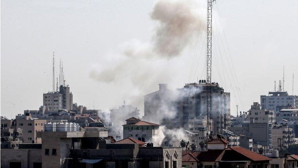 Smoke rises above Gaza City after an Israeli air strike (12/11/19)