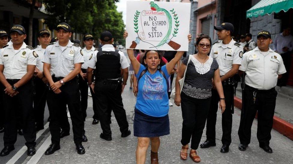 Protesta contra el estado de sitio