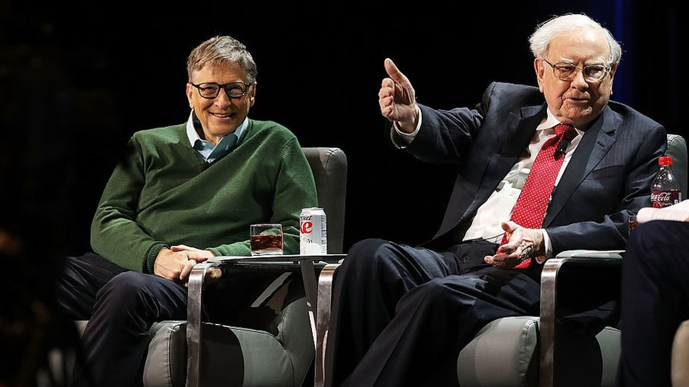 Bill Gates y Warren Buffett en una conferencia en la Universidad de Columbia en 2017.