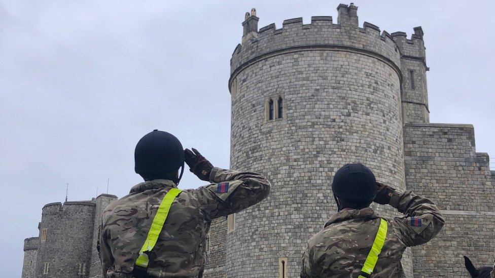 Members of Household Cavalry saluting