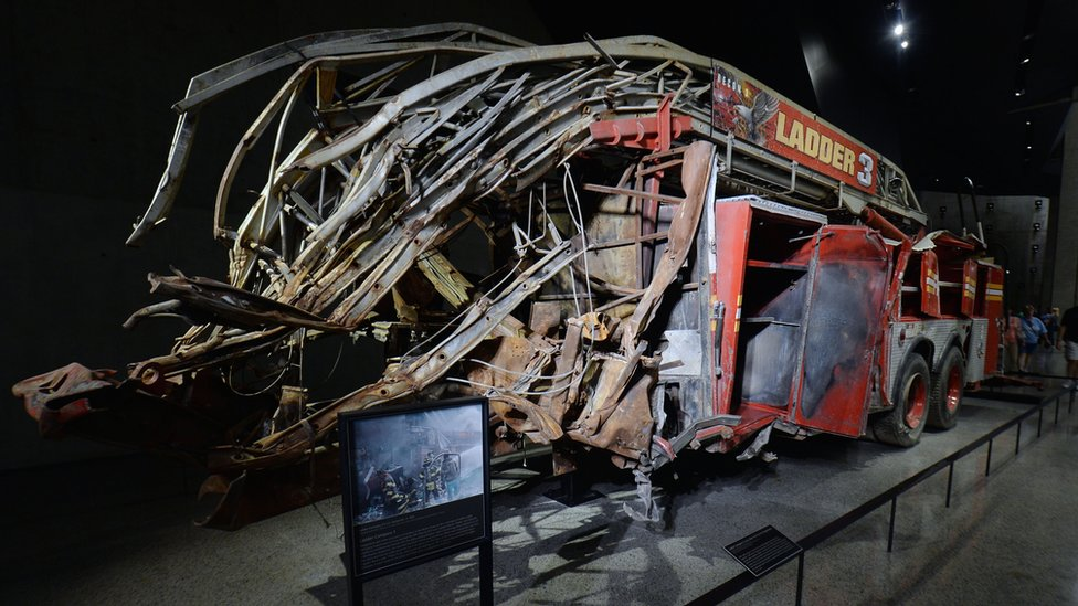 Auto de bomberos destruido en 9/11