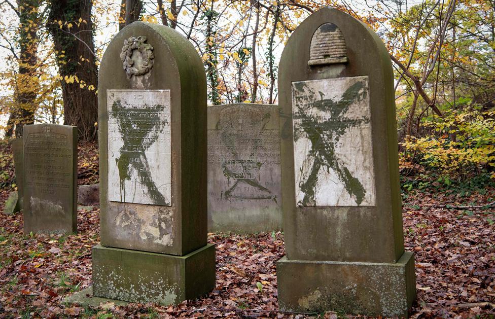 Jewish tombstones defaced in Randers, 10 Nov 19