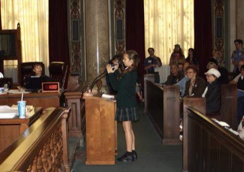 Nalleli Cobo durante una audiencia ante las autoridades de la ciudad.
