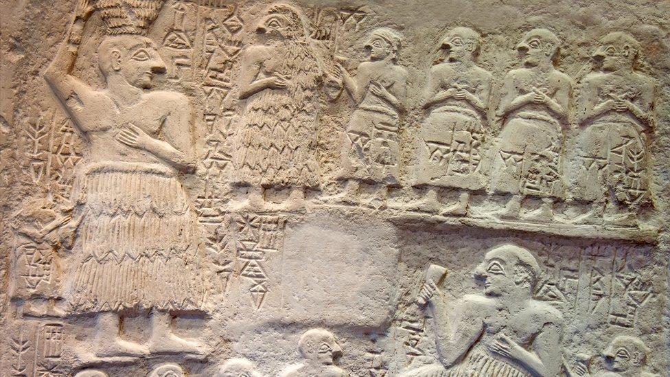 Una escultura en alto relieve de Ur-Nanshe, el rey sumerio de Lagash (actual sur de Irak), alrededor del 2550-2500 a.C.