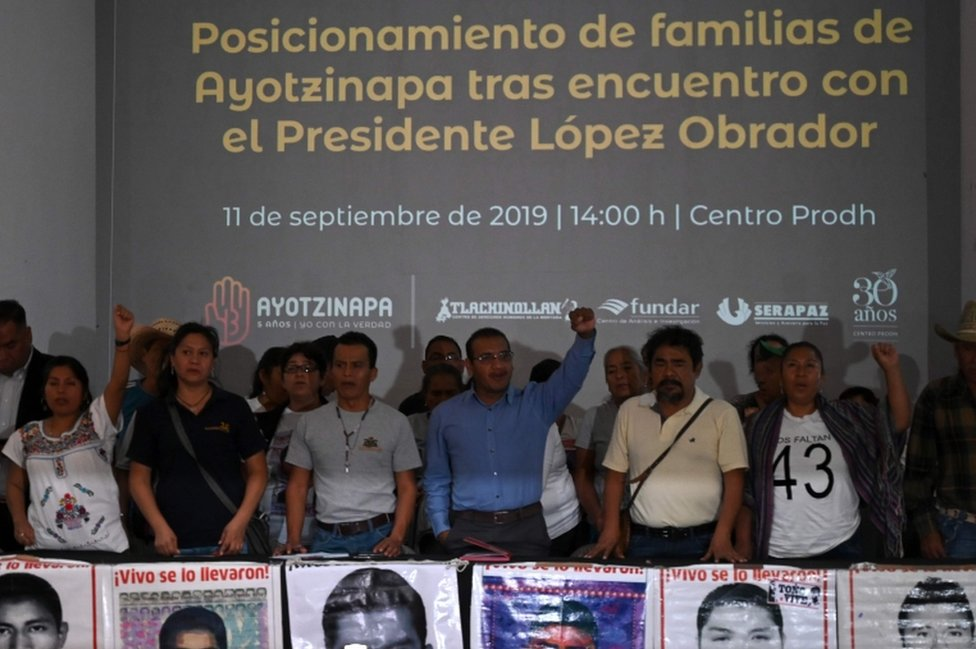 Familiares de los estudiantes desaparecidos de Ayotzinapa.