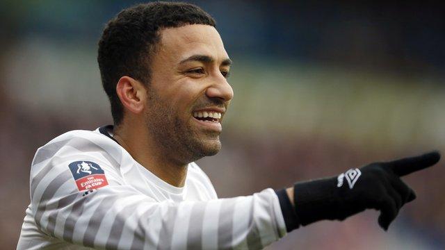 Everton's Aaron Lennon celebrates