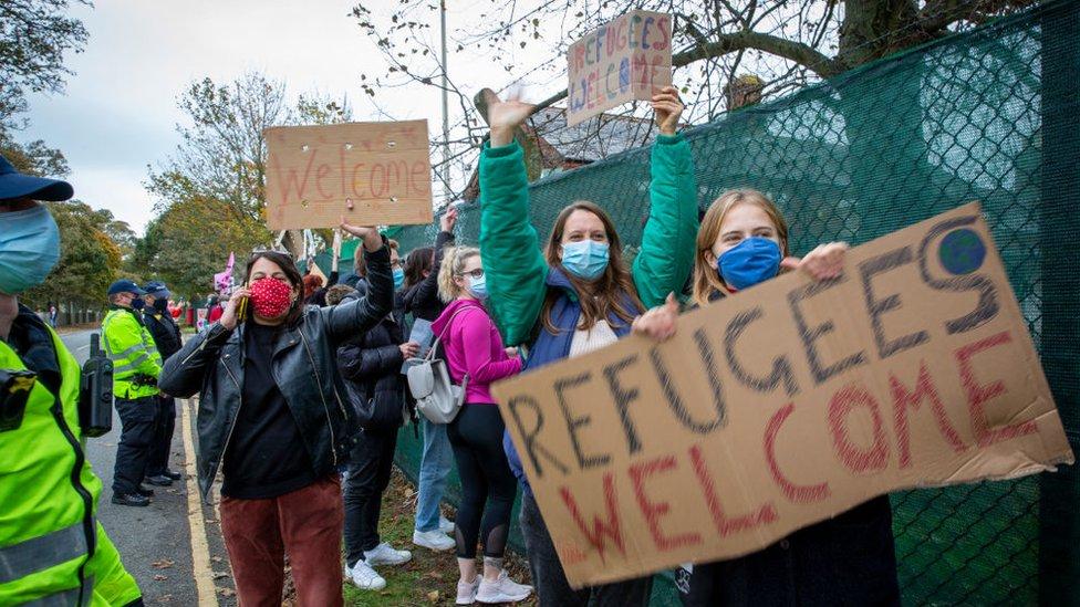 Refugees welcome demonstrators