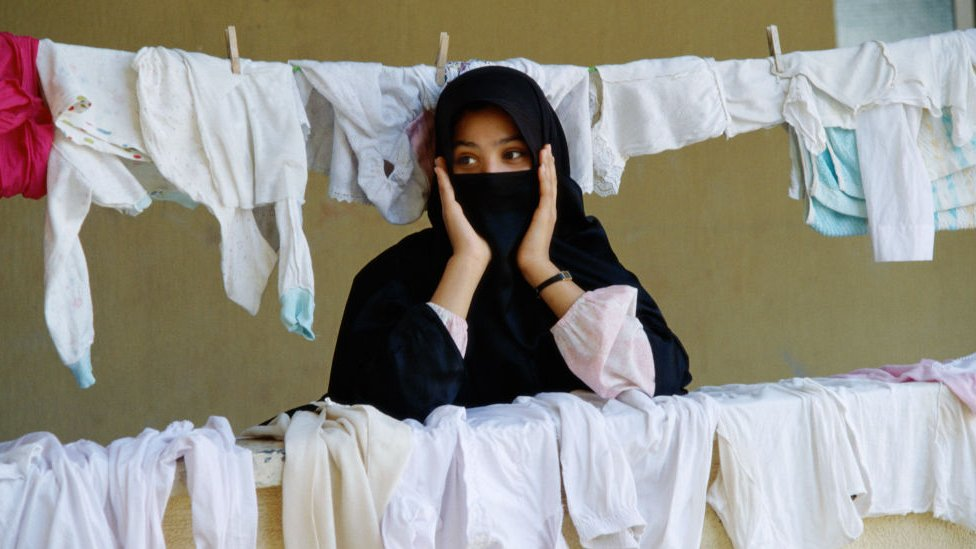 حملة تطالب بتخصيص رواتب لربات البيوت في السعودية