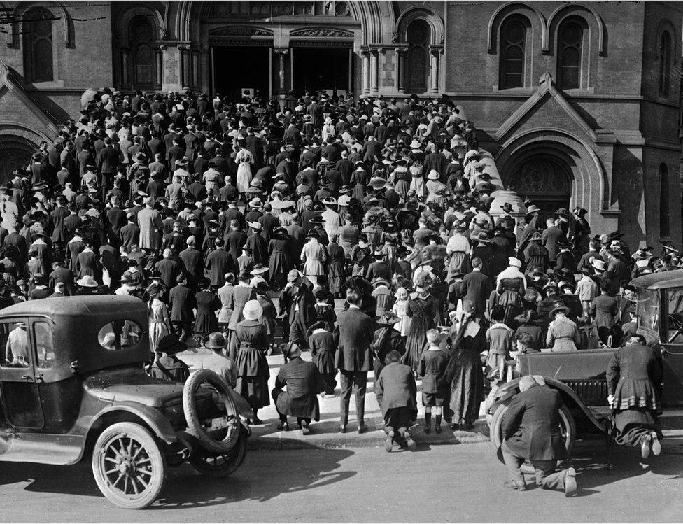 San Francisco'da salgın sırasında kiliseler kalabalıktı