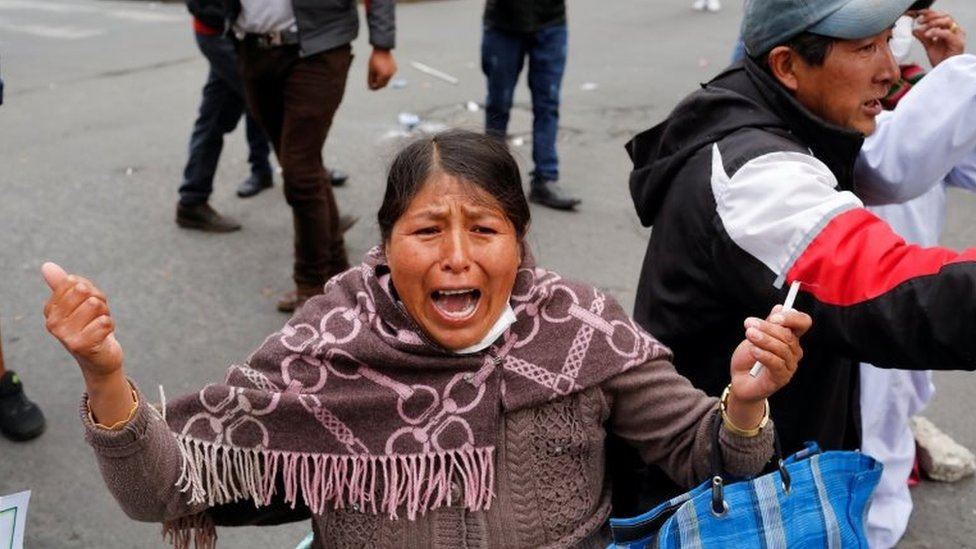 Mujer en protestas en La Paz