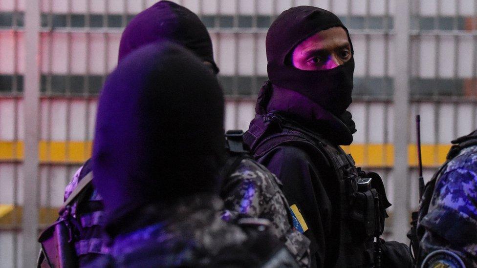 Fuerzas de seguridad en Venezuela, en alerta después de que se escucharon explosiones durante un acto militar al que asistía el presidente Nicolás Maduro, el 4 de agosto de 2018