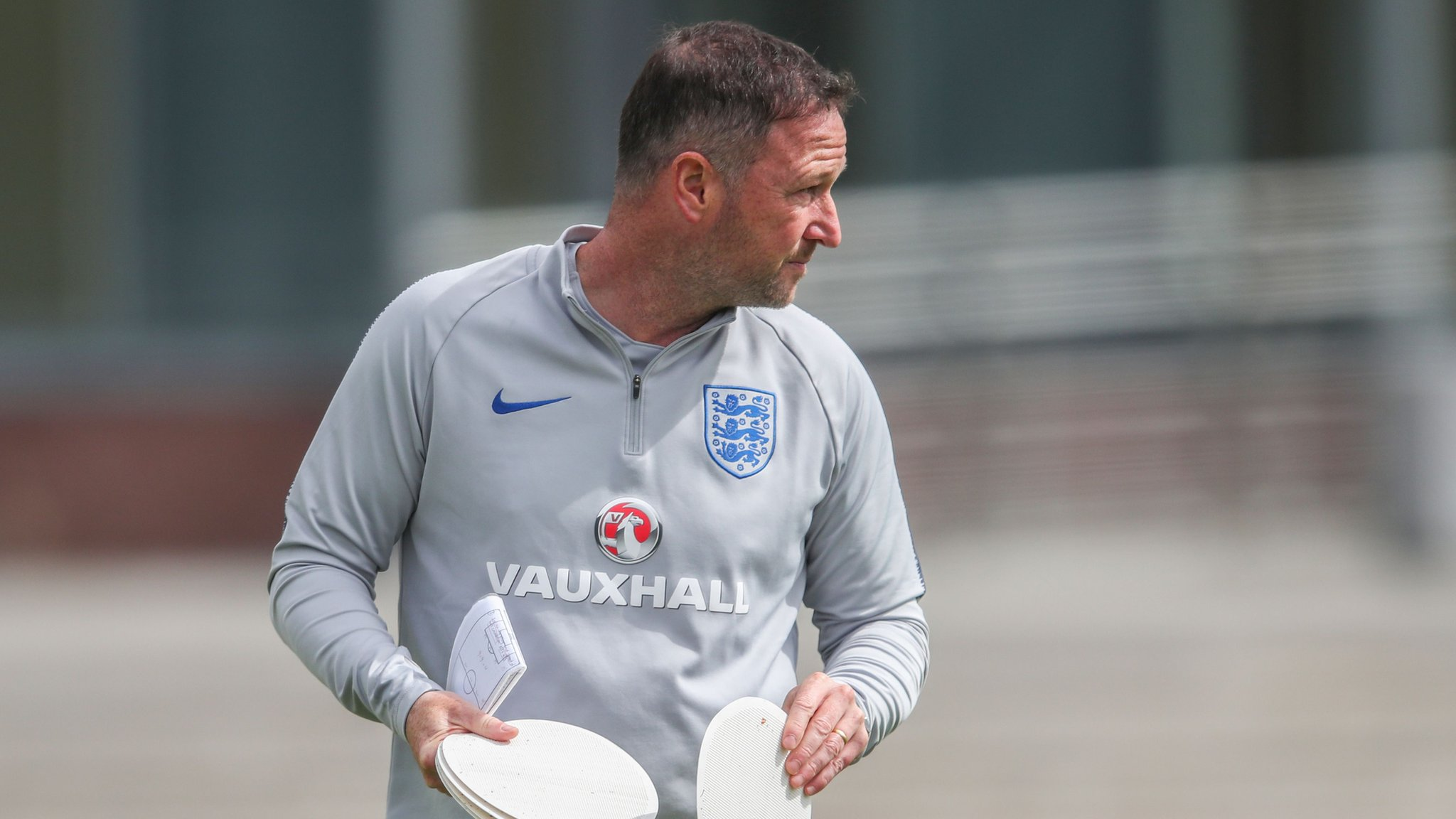 Assistant Holland 'reveals' England starting XI