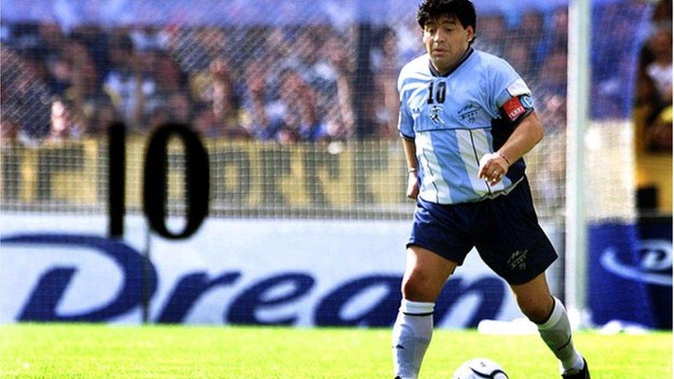 دييغو مارادونا عام 2001