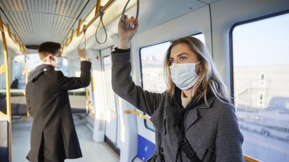 Viaje en transporte público durante la pandemia.