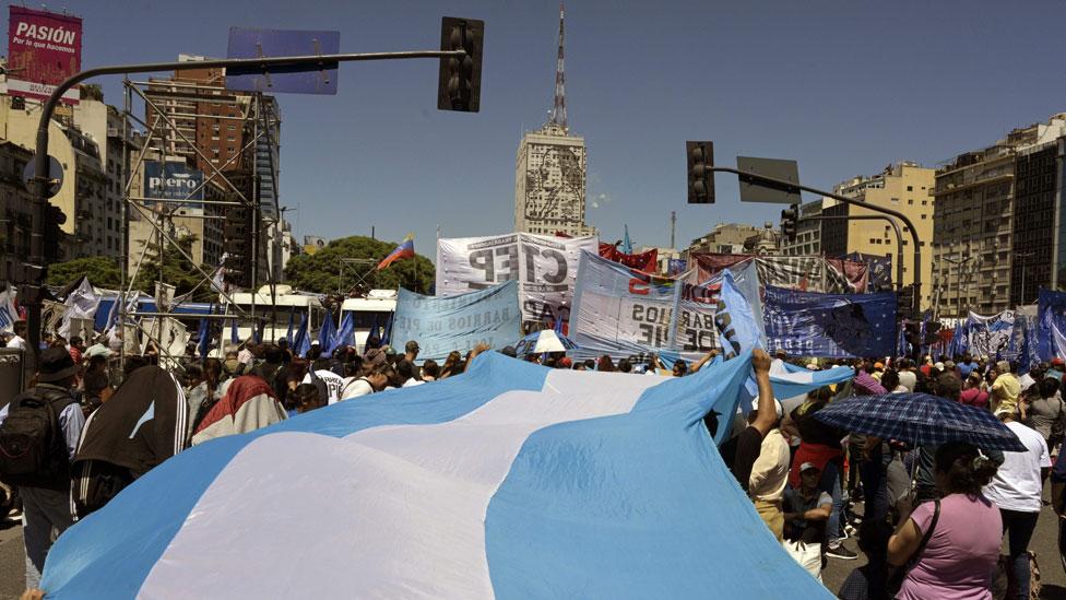 Una protesta en la Avenida 9 de Julio, en Buenos Aires.