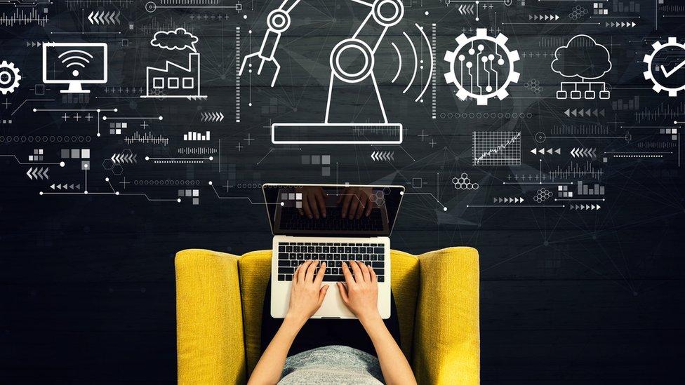 Persona con computadora