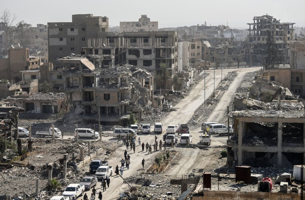 """آثار دمار في الرقة """"عاصمة الخلافة"""" بعد أن هزمت قوات سوريا الديمقراطية المدعومة من التحالف الدولي، مسلحي التنظيم منها في 20 أكتوبر/تشرين الأول 2017"""