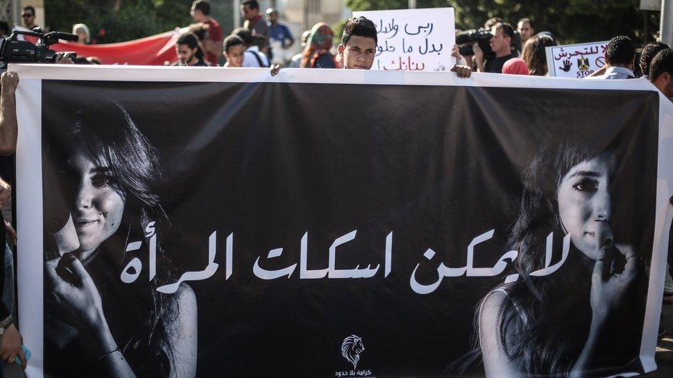 مظاهرة في مصر - القاهرة 2014 ضد التحرش. اللافتة تقول: لا يمكن إسكات المرأة