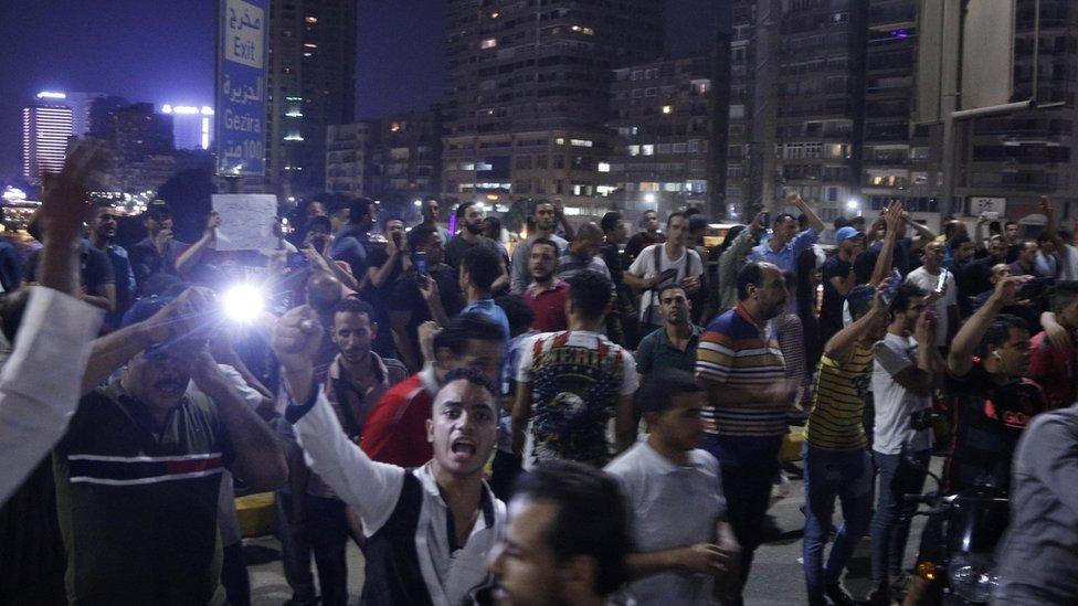 مظاهرات في مصر: محتجون يخرجون لليوم الثاني في مدينة السويس
