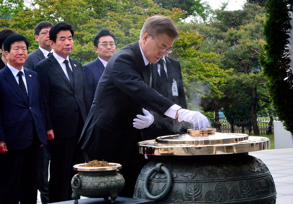 New South Korean President Moon Jae-in pays tribute at the National Cemetery in Seoul, South Korea, 10 May 2017.
