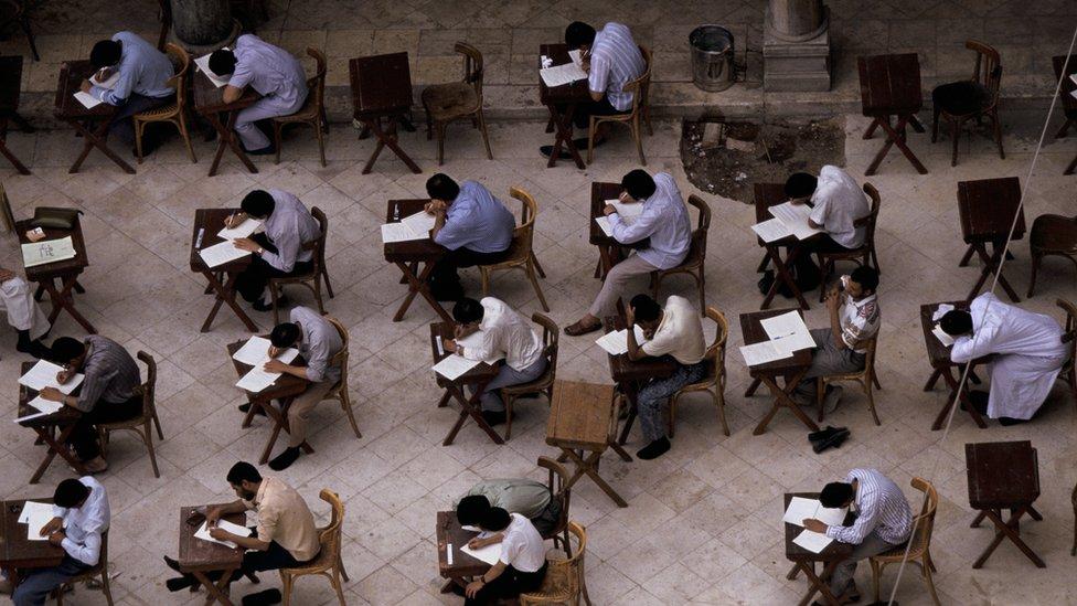 قاعة امتحانات