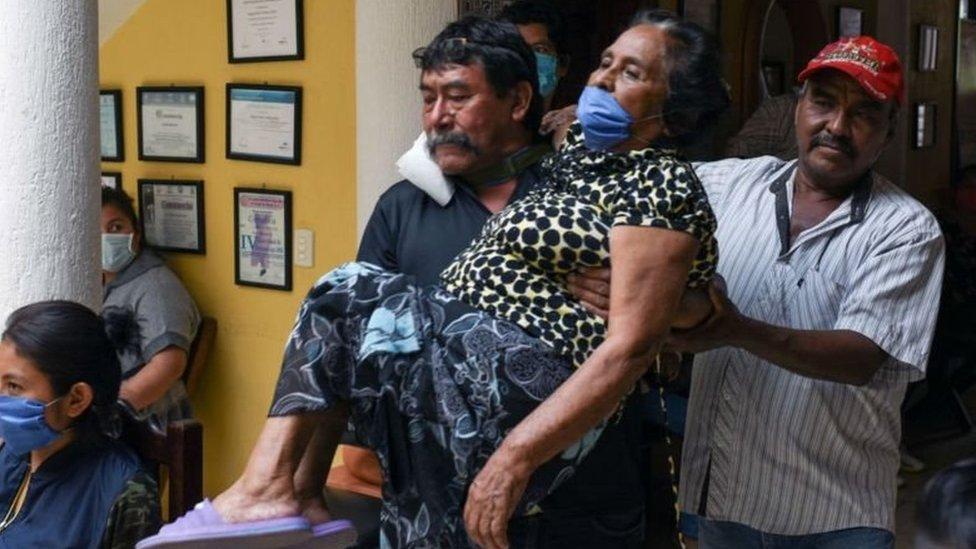 ساهمت الدعاية المضللة في امتناع السكان الأصليين في البلاد عن تلقي اللقاح