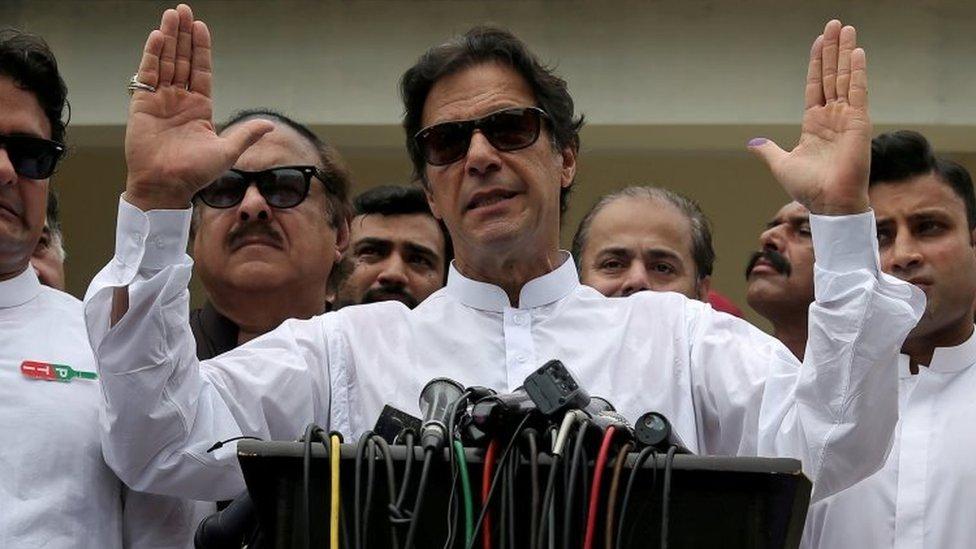 Imran Khan berpidato setelah pemilihan umum di Islamabad pada tanggal 25 Juli.