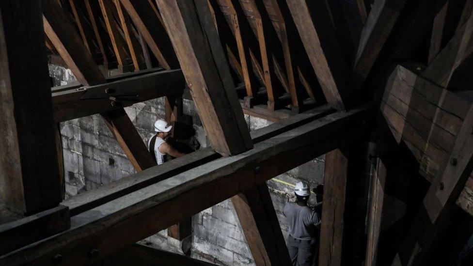 NO USAR. BBC. La catedral parisina estaba siendo sometida a trabajos de restauración.