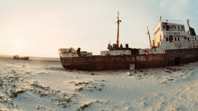 Ship abandoned on bed of Aral Sea