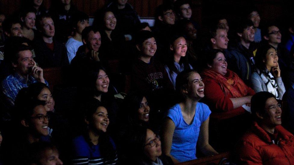 Alumnos en el Teatro Sanders de Harvard