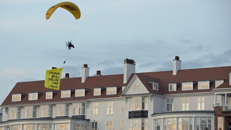 Trump protester paraglides over Turnberry