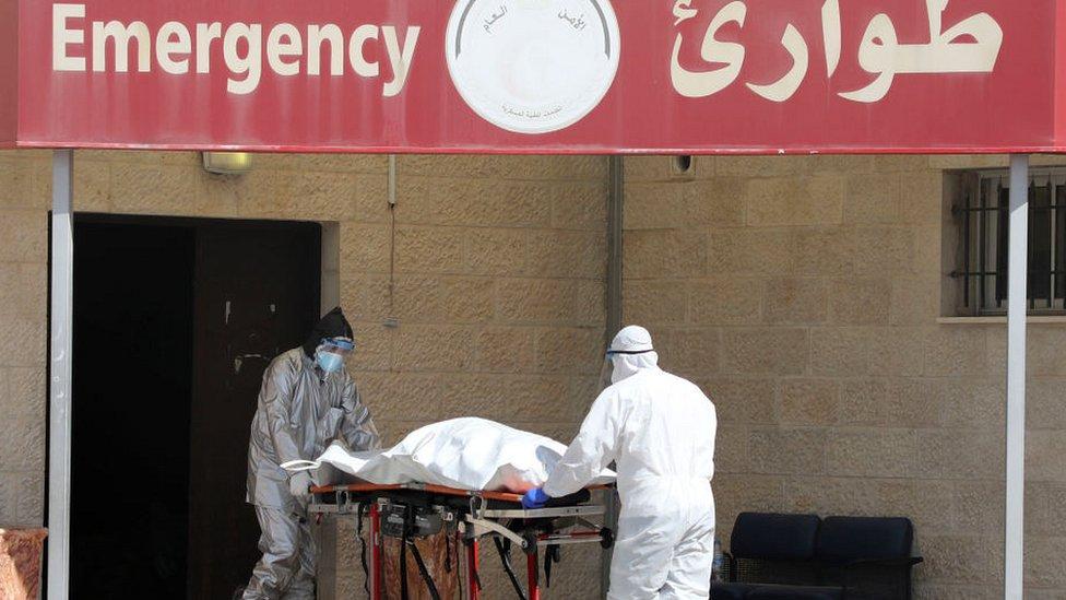 نقل الجثمان على عجلات إلى مستشفى في نابلس