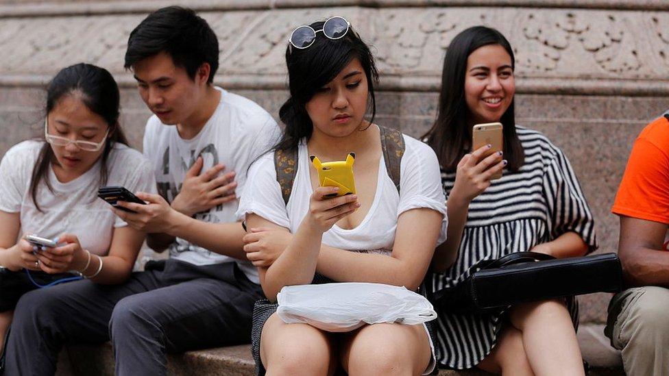 الدراسة توصلت إلى أن مستخدمي أندرويد أكثر أمانة من أيفون