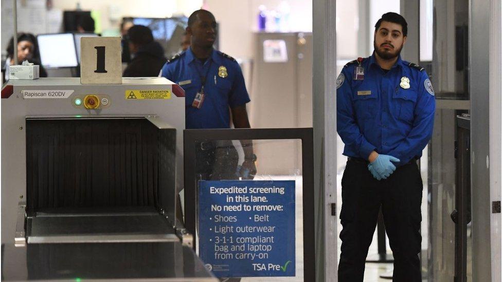 Empleados de la Agencia de Seguridad en el Tranposrte en el aeropuerto de Los Ángeles, California, el 5 de enero de 2019