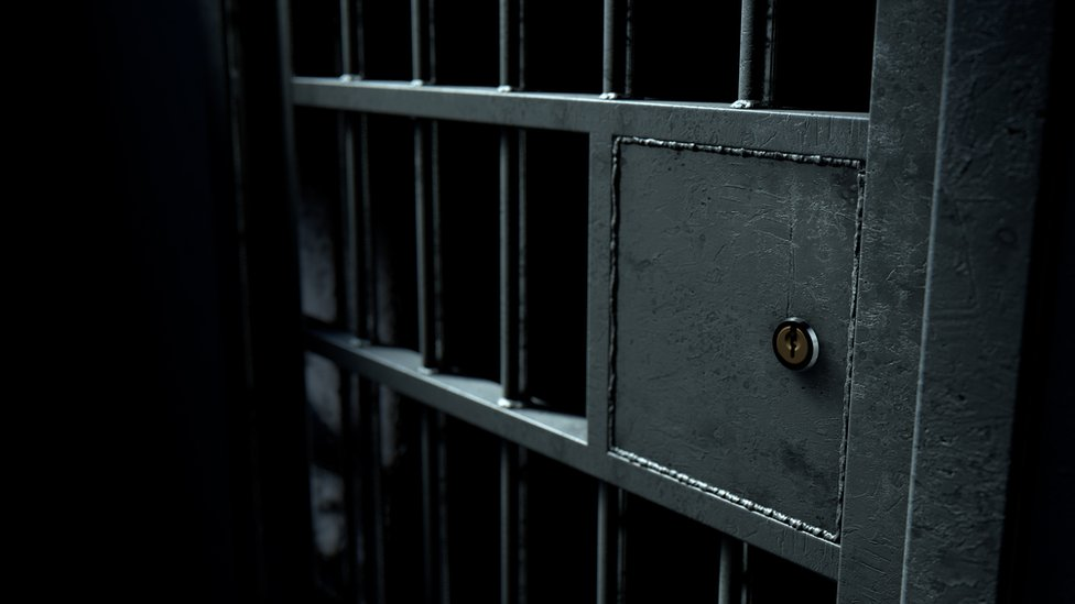 Puerta de una celda