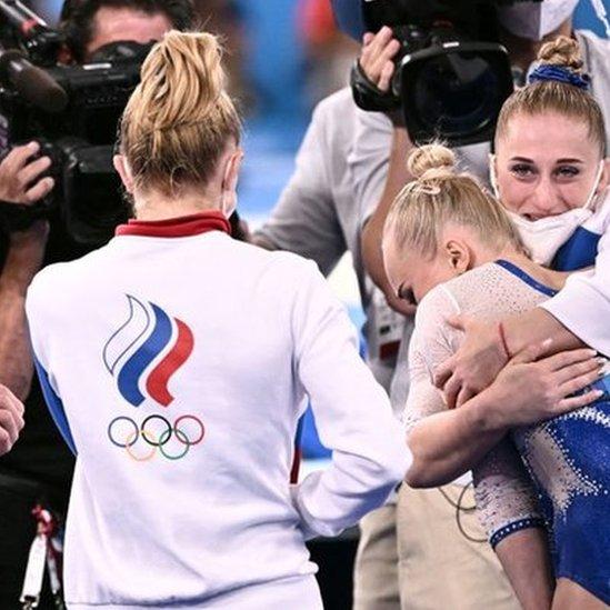 زي اللجنة الأولمبية الروسية المعتمد